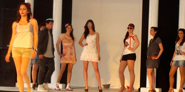 La I Feria de la moda reúne a un millar de espectadores en San Pedro del Pinatar